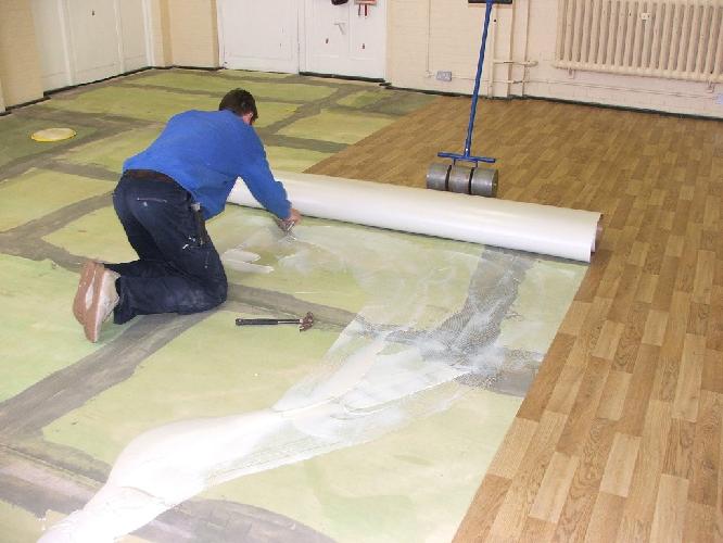 Клей для линолеума на деревянный пол: виды, методика применения