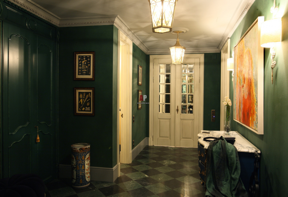 Фото интерьера гардеробной квартиры в стиле эклектика