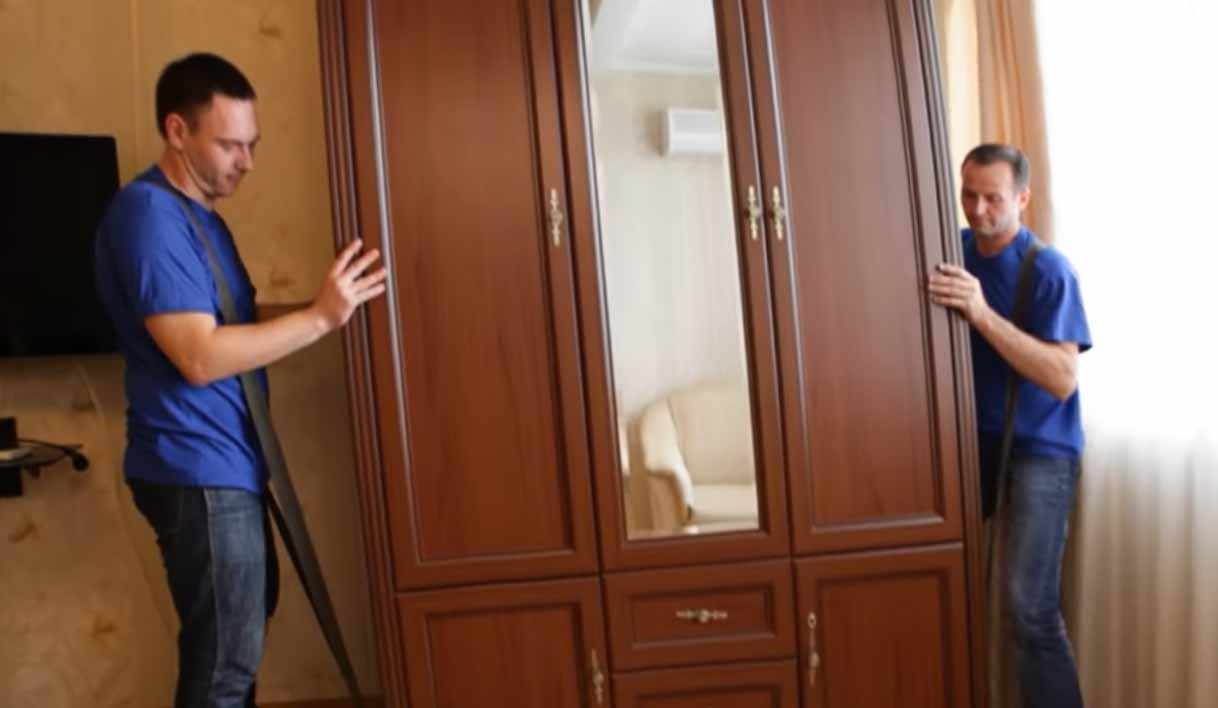 Как передвинуть тяжелый шкаф без ножек
