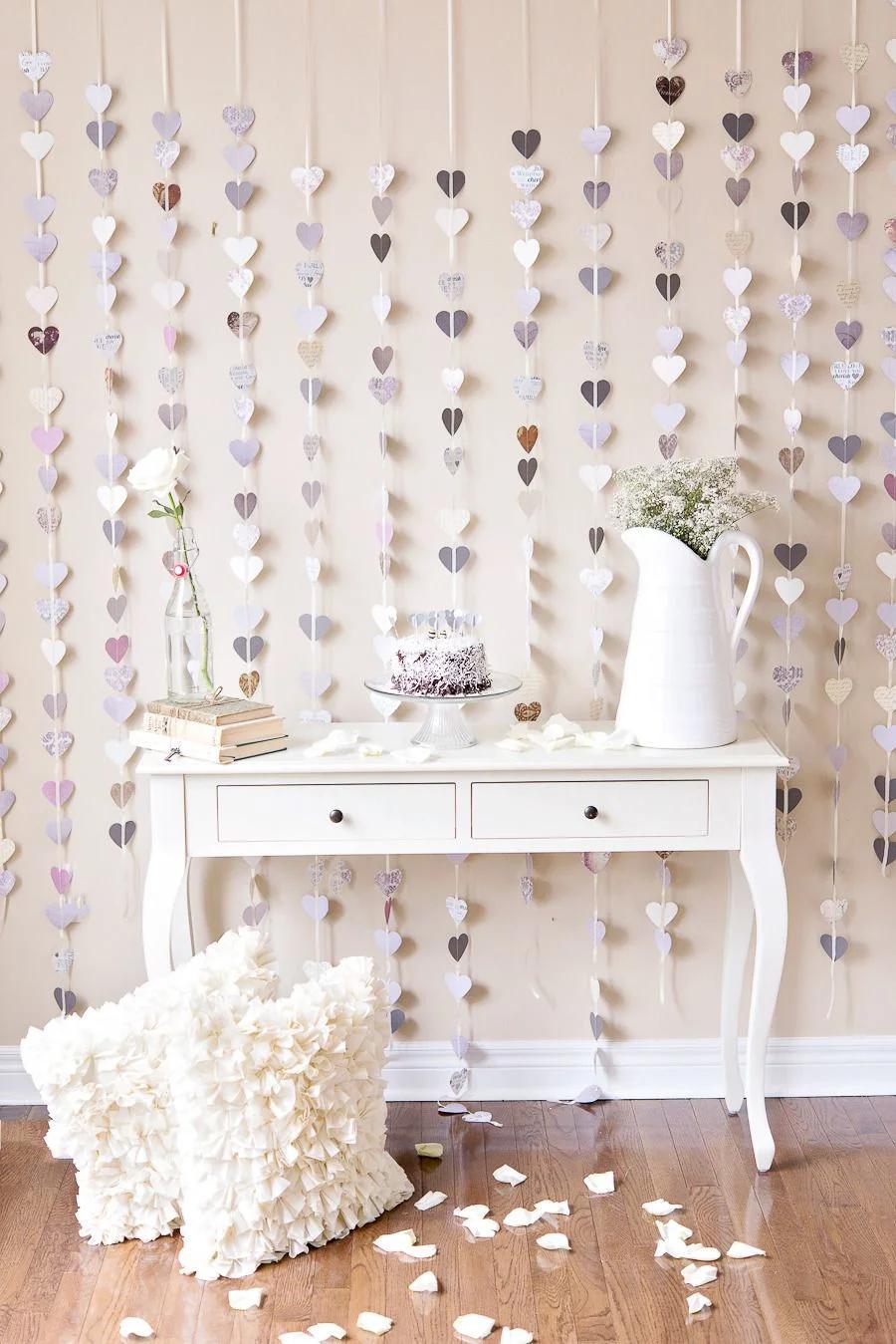 Как украсить стену в комнате своими руками