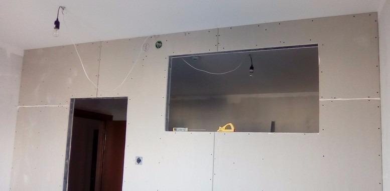 Межкомнатная перегородка из гипсокартона с окном