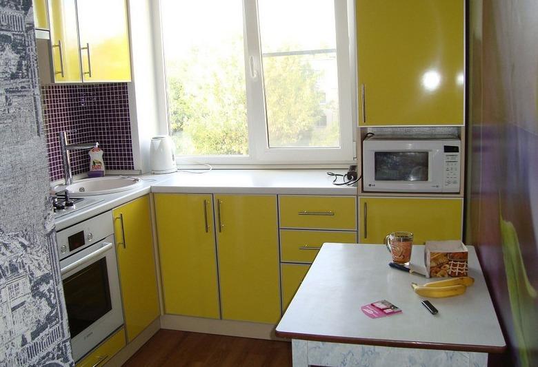Желтая кухня: преимущества и недостатки, оттенки, сочетание цветов, фото