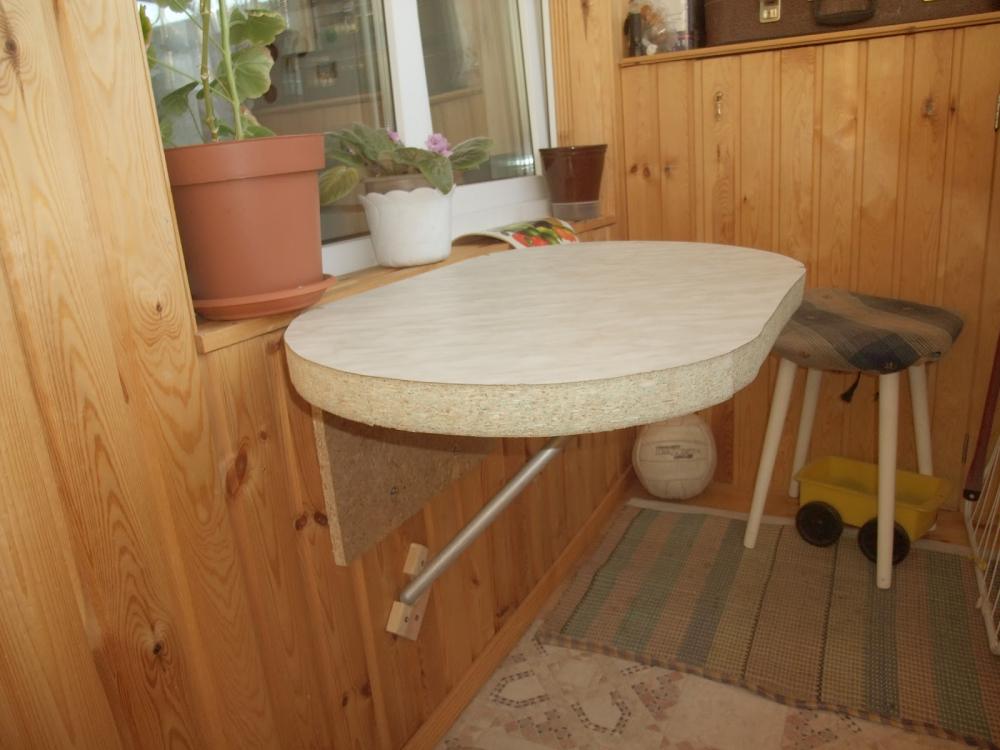 откидной стол с креплением к стене (главный ключ)