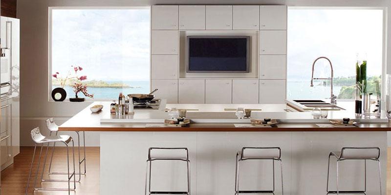 высоте вешать телевизор на кухне