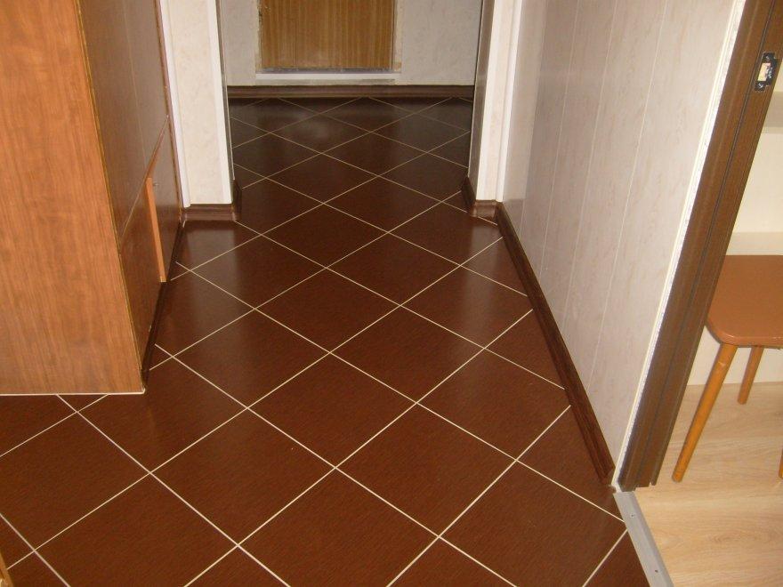 Плитка на пол в коридоре (14 фото): напольная плитка в прихожей