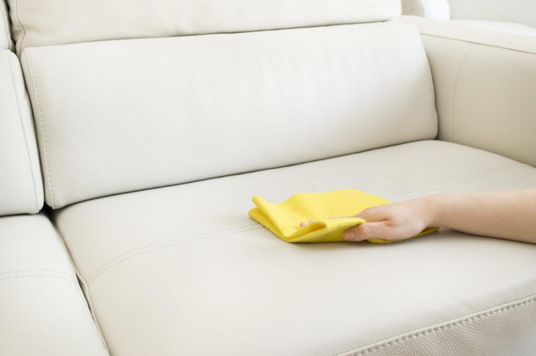 убрать разводы с дивана после чистки