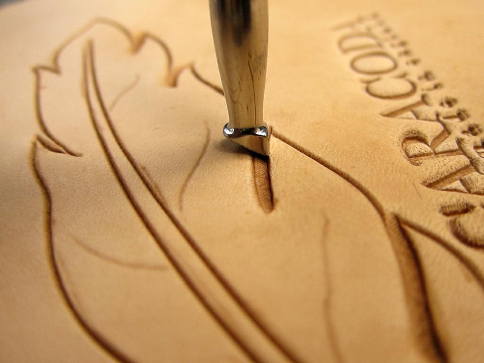 Как изготовить футляр для очков или пенал для ручек из кожи ...