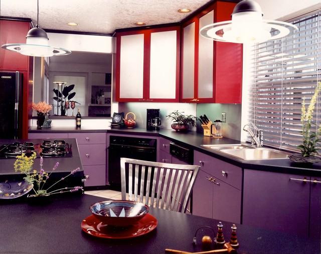 кухни с фиолетовыми фасадами