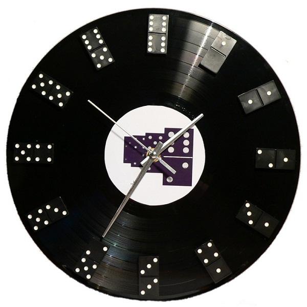 самодельные часы из виниловой пластинки