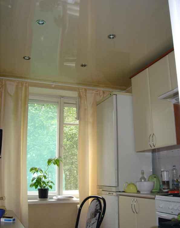 Натяжной потолок на маленькой кухне, дизайн интерьера | Отзывы о ...