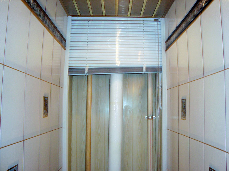 жалюзийные дверцы в туалете