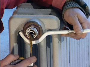 Чугунная батарея отопления: как разобрать по секциям своими руками