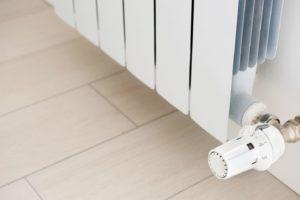 Установка термоголовки на радиатор отопления: принцип работы, монтаж, рейтинг