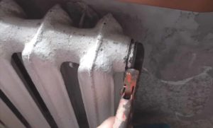 Батареи отопления: как стравить воздух через кран и без него