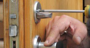 Утепление входных деревянных дверей для частного дома и квартиры