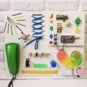 Бизиборд для девочек своими руками: фото и идеи развивающих досок и домиков