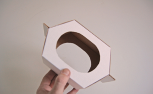 Как сделать кормушку для птиц из картона своими руками