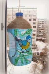 Кормушка для птиц из бутылки: 5 литров, 2 литра и 1 литр