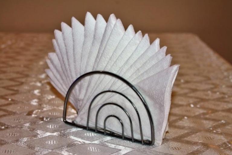 как красиво сложить салфетки в салфетницу фото параллельно аккомпанировала