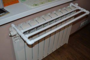 Как сделать сушилку для белья своими руками: на балконе, во дворе, на батарею