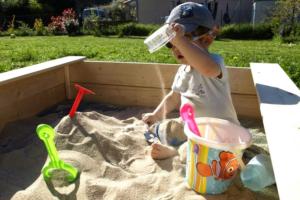 Как сделать детскую песочницу с крышей своими руками