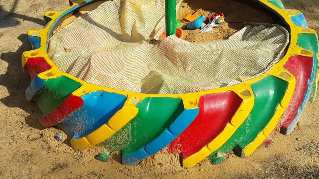 песочница из покрышки картинки десять исчезла