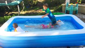 Что лучше выбрать для дачи: каркасный или надувной бассейн, отличия