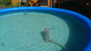 Почему мутнеет и как очистить мутную воду в бассейне
