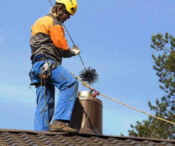 Как почистить дымоход от сажи и смолы своими руками