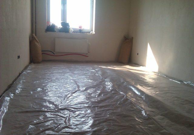 Как и чем утеплить пол в квартире под ламинат