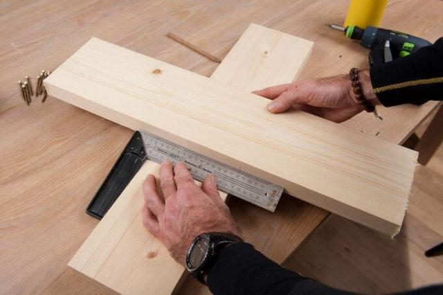 Подставка под елку своими руками: как сделать, из дерева, из металла