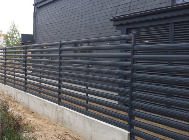 Забор из металлического штакетника: изготовление, монтаж, видео