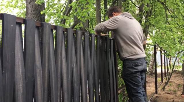 Плетеный забор из досок: как сделать своими руками, пошагово, фото