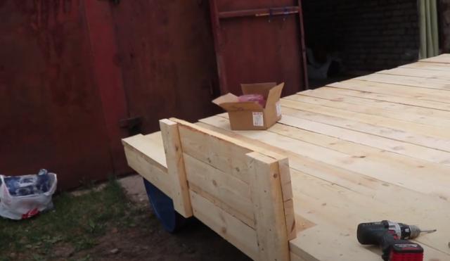Как сделать плот из бочек на 120, 200 литров своими руками