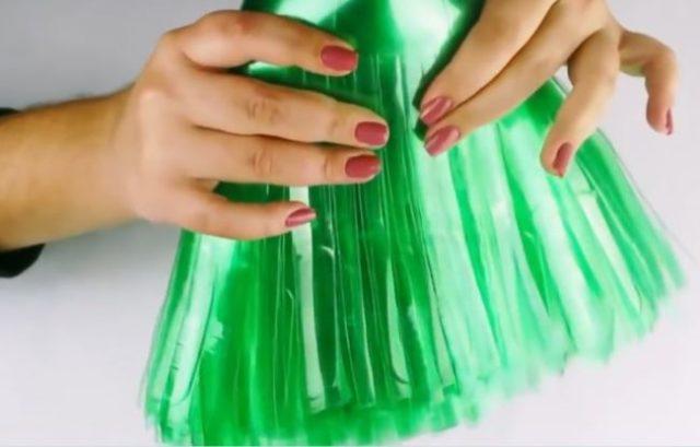 Как сделать метлу из пластиковых бутылок своими руками