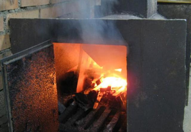 Почему и что делать, если в бане дымит печь