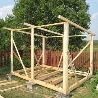 Как построить деревянный душ для дачи своими руками