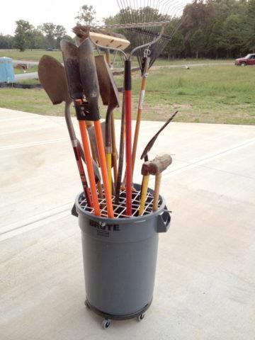 Организация хранения садового инвентаря своими руками: идеи, фото