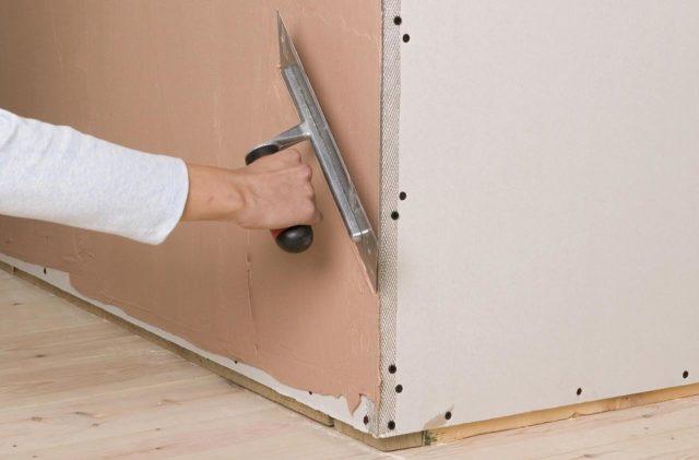 Как правильно выровнять и штукатурить углы стен своими руками