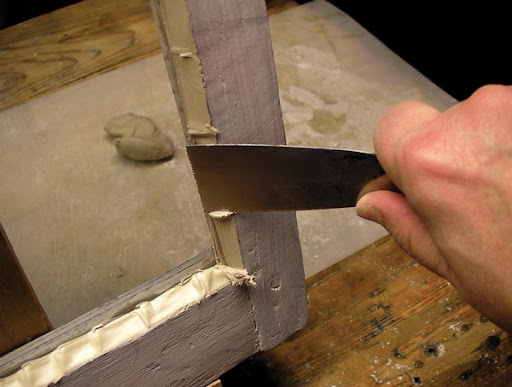 Чем и как правильно покрасить деревянные окна снаружи и внутри
