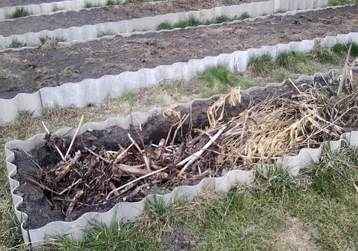 Компостная яма, куча своими руками: варианты изготовления, фото